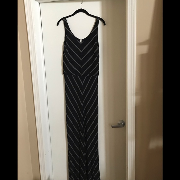 Elan Dresses & Skirts - Maxi black and gray dress